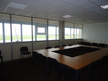 Espaces de bureaux avec vue sur piste